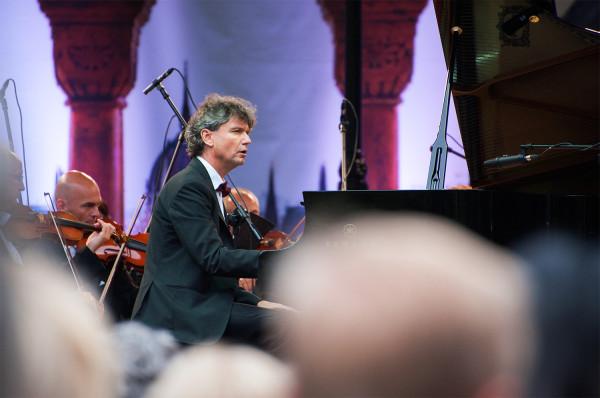 Paweł Kowalski, jeden z najbardziej wszechstronnych polskich pianistów, wystąpi 13 czerwca w Sali Koncertowej PFK w Operze Leśnej.