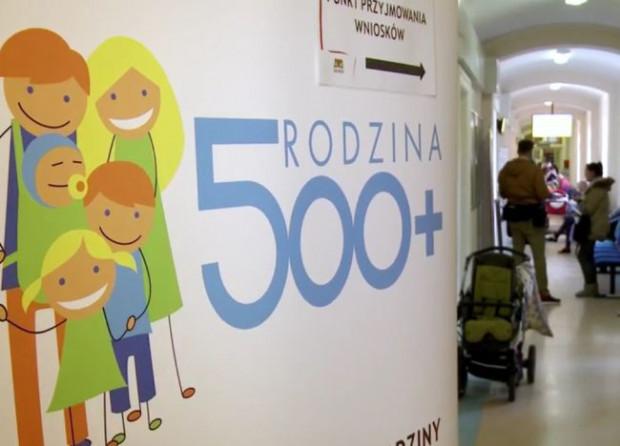 Rodzice, którzy nadal chcą pobierać 500 zł na dziecko, będą musieli ponownie złożyć wniosek o świadczenie.