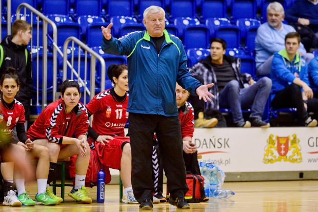 Jerzy Ciepliński z Łączpolem awansował od II ligi do Superligi. Drużyna, którą przejęła po nim Edyta Majdzińska, spokojnie utrzymała się w elicie drugi sezon z rzędu, ale nie wystąpi w niej w kolejnym sezonie. Szkoleniowiec apeluje, aby zgłosić drużynę do niższej klasy rozgrywkowej.
