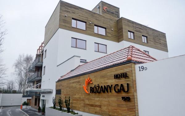 Atutem hotelu jest położenie nad samym morzem w otoczeniu zabudowy na Kamiennej Górze. Mimo to, nieruchomość nie może znaleźć nabywcy.