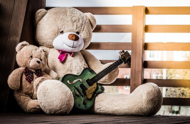 Na liście zabawek będących utrapieniem rodziców znajdują się m.in. pluszaki i zabawki interaktywne, w tym kopie instrumentów muzycznych.