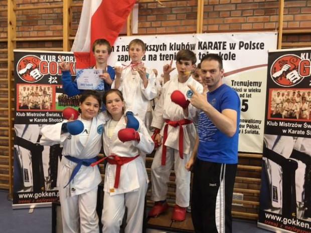Sonkei Gdańsk prowadzi szkolenie w karate olimpijskim WKF. Jak przekonuje trener Bartosz Wzorek (z prawej), ta dyscyplina rozwija nie tylko sprawność fizyczną, ale i uczy szacunku do innych.