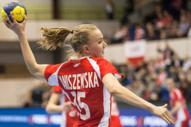 Katarzyna Janiszewska (na zdjęciu) rzuciła Rosjankom 3 bramki, podobnie jak Monika Kobylińska. Polki nawiązały jednak równą walkę z mistrzyniami olimpijskimi tylko do przerwy.