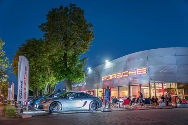 Ładna pogoda, wspaniałe modele Porsche i moc atrakcji - tak było w sobotni wieczór podczas nieco spóźnionego otwarcia salonu Porsche Approved.