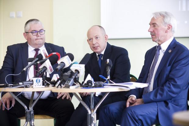 W specjalnej konferencji, która odbyła się 12 czerwca, udział wzięli: Piotr Kowalczuk, zastępca prezydenta ds. polityki społecznej, Marcin Hintz, dyrektor ZSO nr 7, mecenas Roman Nowosielski oraz przedstawiciele społeczności szkolnej.