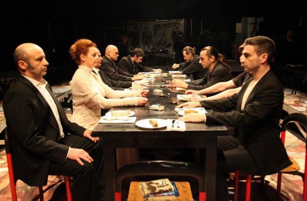 """""""Hamlet"""" z Chorwacji, wyreżyserowany przez chorwackiego reżysera Oliviera Frijicia, zostanie pokazany w trakcie Festiwalu Szekspirowskiego dwukrotnie - 31 lipca i 1 sierpnia."""