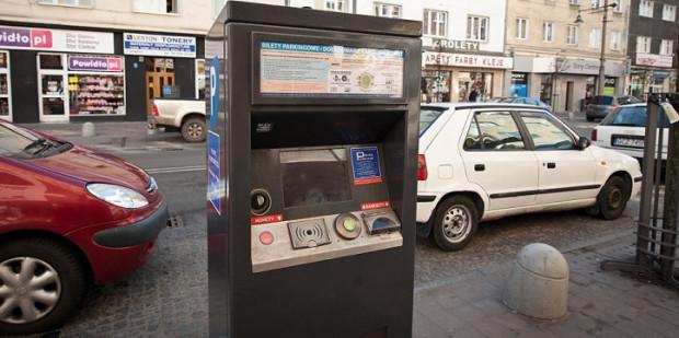 Gdynia chciała surowo ukarać urzędników niepłacących za parkowanie, ale sąd po raz kolejny na to nie pozwolił.
