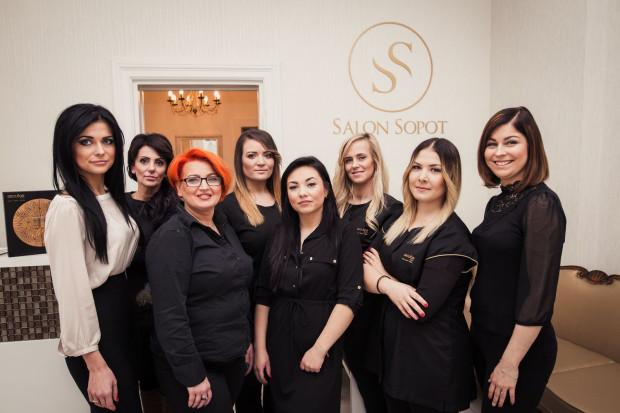 Właściciele Salonu Sopot oraz wykwalifikowana kadra wierzą, że w przypadku dbania o wygląd i dobre samopoczucie, najlepsze jest podejście holistyczne: pielęgnując nasze ciało, tak naprawdę wzbogacamy również nasze wnętrze.