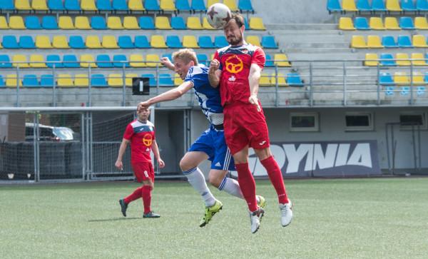 Piotr Ruszkul (z lewej) zdobył dla Bałtyku 2 gole w ostatnim meczu sezonu. Z 12 golami na koncie został najlepszym strzelcem zespołu.