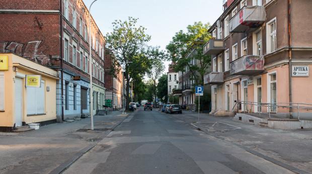 Na ul. Jesionowej pojawi się nowy chodnik, ale nawierzchnia jezdni pozostanie bez zmian.