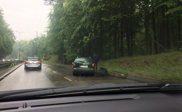 Wypadki i kolizje na ul. Słowackiego to już standard po opadach deszczu.