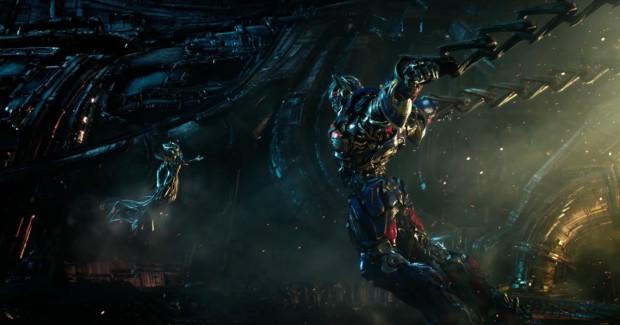 Autoboty jeszcze raz stają do walki o dalszy byt Ziemi, choć tym razem pozbawione są pomocy ludzi. Do czasu, gdy zagłada staje się już niemal nieunikniona.