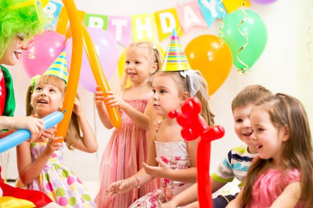 Urodziny dla dzieci można zaplanować na wiele sposobów.