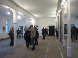 Pierwsza wystawa Koła Naukowego poMorze Sztuki odbyła się w Królewskiej Fabryce Karabinów.