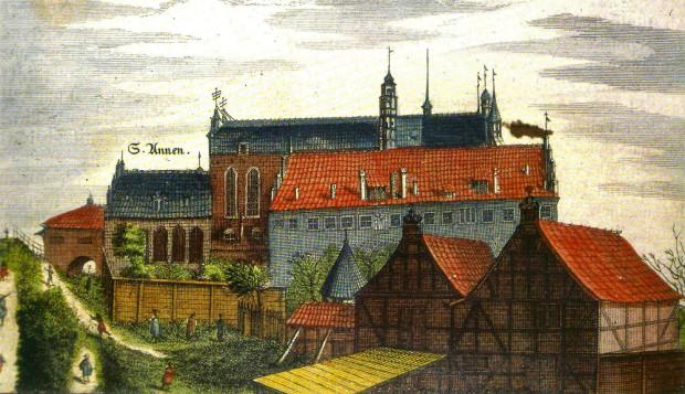 Dawny klasztor franciszkanów przy kościele św. Trójcy, siedziba Gimnazjum Akademickiego