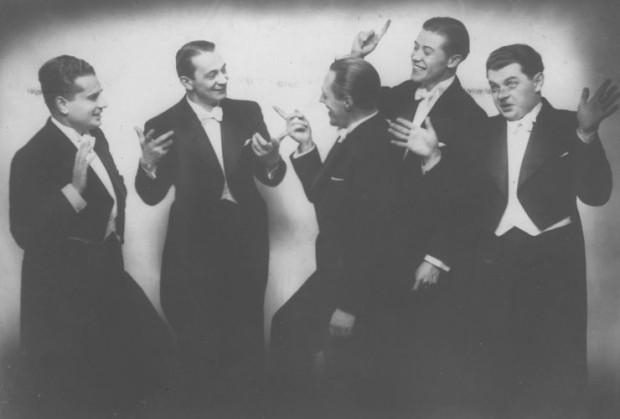 Członkowie chóru koncertowali na całym świecie, dlatego ich występ na początku lipca 1937 r w Gdyni był nie lada gratką. Widoczni od lewej: Władysław Daniłowski-Dan, Mieczysław Fogg, Tadeusz Bogdanowicz, Tadeusz Jasłowski, Adam Wysocki.