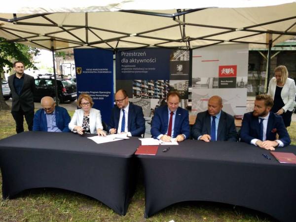 Podpisanie umów o dofinansowanie projektów rewitalizacyjnych kwotą 76 mln zł.