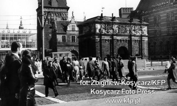 Przejście naziemne przy Bramie Wyżynnej zlikwidowano w latach 70. XX wieku.