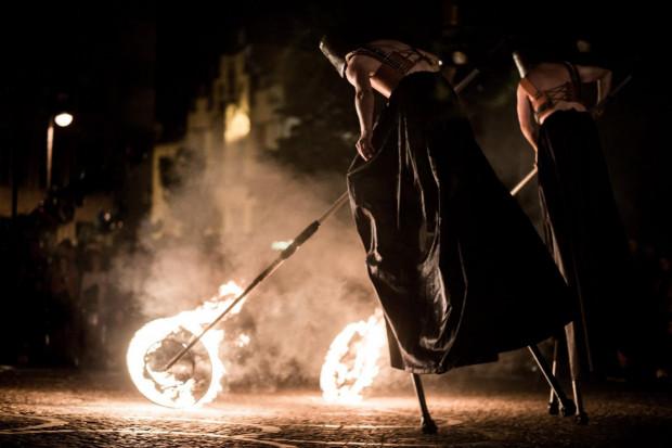 """""""Silence. Cisza w Troi"""" teatru Biuro Podróży z Poznania to propozycja, która zakończy piątek i sobotę 14-15 lipca (godz. 23, boisko przy ul. Jamłużniczej i Szczygla)."""