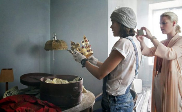 Legendarna korona Kazimierza Wielkiego staje się obiektem pożądania wielu osób, a każda z nich cenny skarb chce wykorzystać do innych celów.