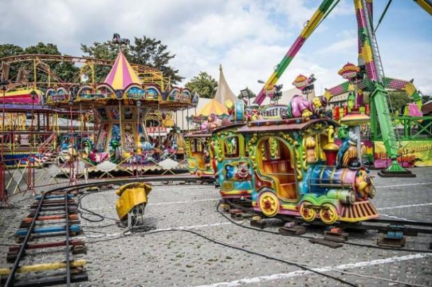 Karuzele i inne atrakcje rodem z lunaparku mają zazwyczaj po kilkadziesiąt lat.