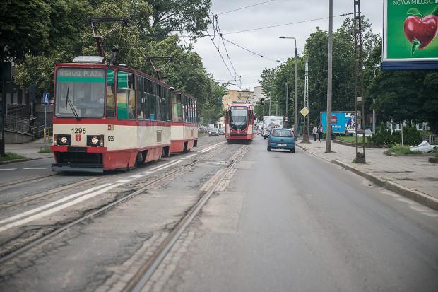 Torowisko w centrum Stogów jest w bardzo złym stanie. Jeszcze w tym roku ma zostać ogłoszony przetarg na jego remont.