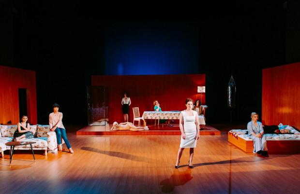 """""""Mary Page Marlowe"""" na Dużej Scenie Teatru Wybrzeże będzie mieć premierę 14 lipca. Spektakl przybliży losy tytułowej bohaterki na przestrzeni całego jej życia."""