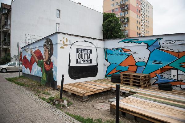 Wrzeszcz Pointz to nie tylko galeria murali, to też miejsce spotkań mieszkańców okolicznych bloków oraz nowa atrakcja turystyczna na mapie Wrzeszcza.