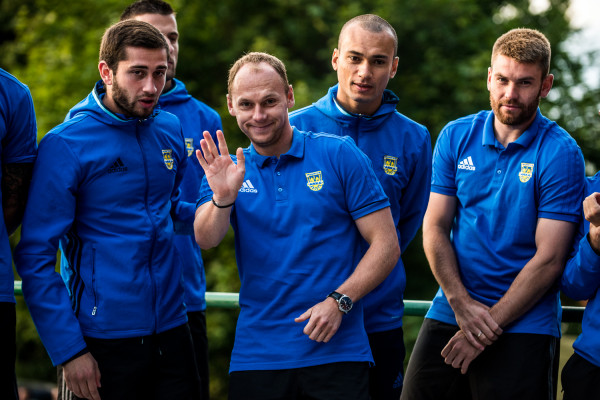 Rafał Siemaszko (w środku) chce udowodnić, że sezon, w którym strzelił 11 goli w ekstraklasie nie był dziełem przypadku. Ponadto napastnik liczy, że Arka grać będzie o coś więcej niż utrzymanie.