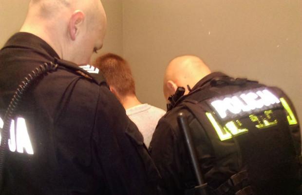 Po zatrzymaniu 31-latek trafił do policyjnego aresztu.