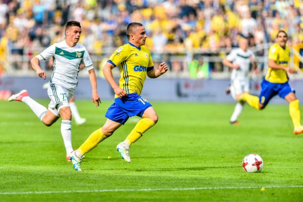 Michał Nalepa biegnie po debiutanckiego gola w ekstraklasie, w meczu ze Śląskiem Wrocław.