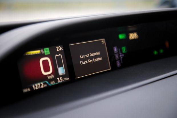 Przy ciężkiej stopie w cyklu mieszanym średnie spalanie Priusa Plug-in Hybrid wyniosło 3,5 l paliwa na 100 km. W naszej ocenie spokojnie można zejść poniżej 3 litrów.