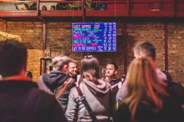 Dla początkującego bywalca multitapów tablica z piwami to ciąg niezrozumiałych nazw i skrótów. Jak się w tym połapać?