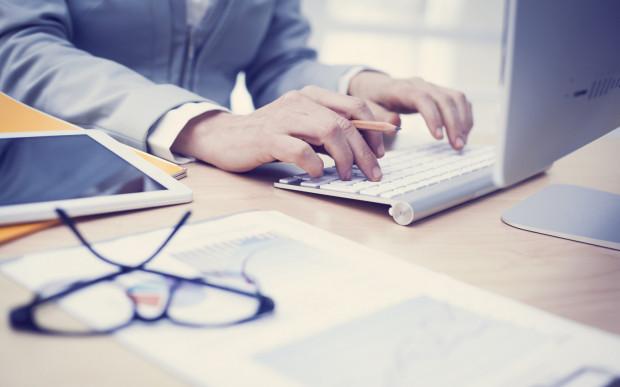 Nowoczesne firmy coraz częściej decydują się na służbowe komunikatory zawierające w sobie funkcję portali społecznościowych.