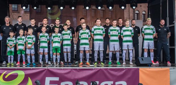 Aż 17 byłych piłkarzy Lechii Gdańsk pracuje obecnie w klubie. Większość z nich jest trenerami w akademii. Na zdjęciu podczas przedsezonowej prezentacji w gronie podopiecznych.
