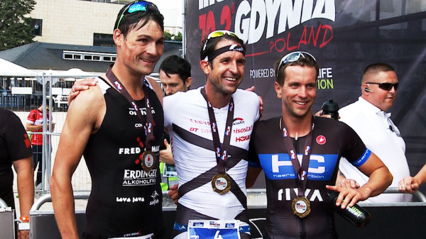 Trzy pierwsze miejsca największego triathlonu w Polsce zajęli reprezentanci naszych zachodnich sąsiadów. Od lewej stoją: Christopher Hettich (2. miejsce), Boris Stein (1. miejsce), Markus Liebelt (3. miejsce).