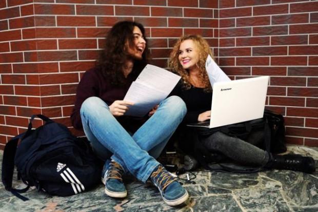 Student pierwszego roku spotyka się ze studentem