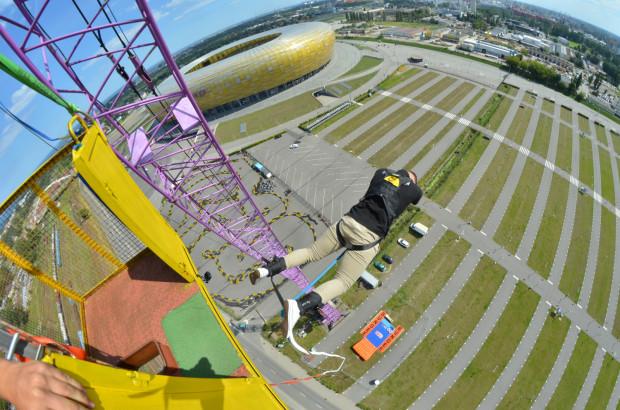 Widok z wysokości 90 metrów robi ogromne wrażenie, ale jeszcze większy jest strach przed skokiem.