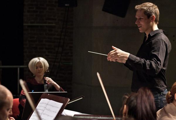 Rafał Kłoczko, absolwent gdańskiej Akademii Muzycznej, od marca br. odbywa staż w wiedeńskiej Staatsoper.