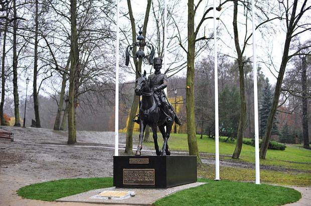 Pierwszy w Polsce pomnik Tatara RP, w skali 1:1, stoi już w Parku Oruńskim.