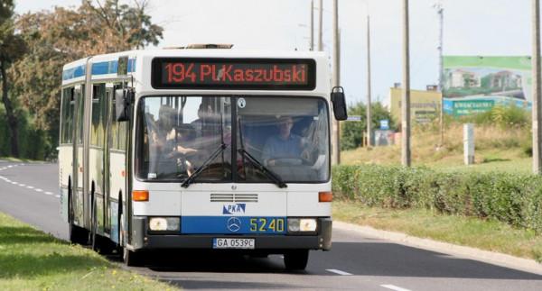 Jeden z dwóch najstarszych autobusów w Gdyni z 1993 r.