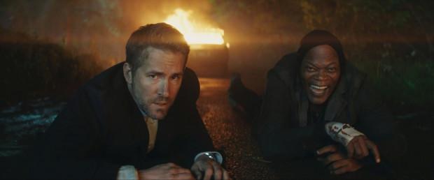 Michael (Ryan Reynolds) jest typowym służbistą. Najpierw precyzyjnie planuje, później konsekwentnie działa. Darius (Samuel L.Jackson) skupia się właściwie tylko... na działaniu. Obaj muszą znaleźć wspólny język, aby spełnić zadanie, a przede wszystkim przeżyć.