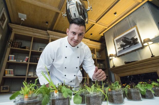 Iluzja kulinarna przygotowana przez szefa kuchni Wojciecha Bartczaka zrobiła wrażenie na zebranych gościach.