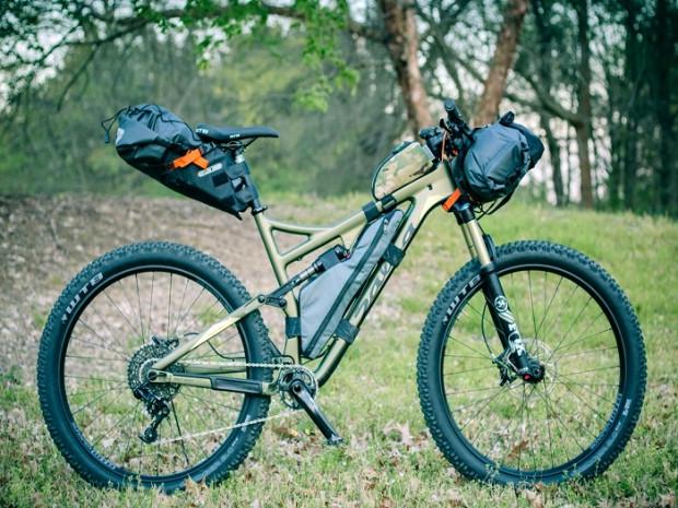 Przykład spakowania roweru w pełni amortyzowanego