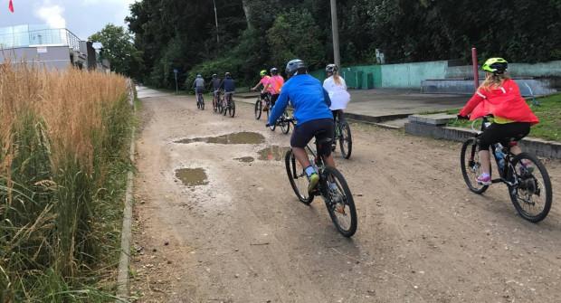 Nawierzchnia drogi rowerowej przy bulwarze jeszcze w tym roku ma zostać uzupełniona na brakującym odcinku.
