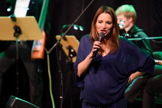 """""""Instrukcja obsługi kobiety"""", czyli recital aktorki Anny Dereszowskiej, będziemy mogli usłyszeć w sobotę w Tarasach przy Aquaparku."""