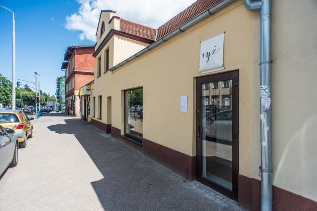 """Azjatycka restauracja """"Ryż"""" zajęła wnętrza po sklepie. To jeden z kilku nowych lokali, które otwarto w Oliwie w ostatnich miesiącach."""
