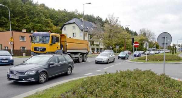 Infrastruktura w Wielkim Kacku z powodu budowy Trasy Kaszubskiej ma się w ciągu pięciu lat diametralnie zmienić. Mieszkańcy postulują, by pomyślano też o pieszych.