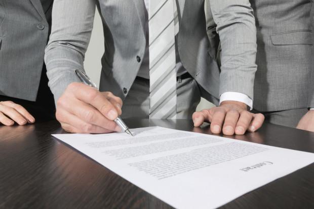 Żeby umowa o zakazie konkurencji była skuteczna i ważna, zgodnie z Kodeksem pracy musi zostać spełnionych szereg warunków.