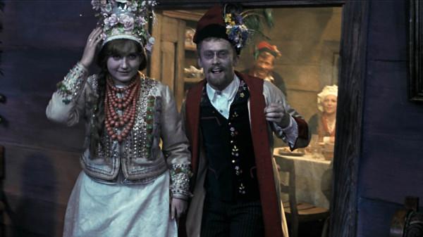 """Najbardziej znaną filmową interpretacją """"Wesela"""" jest film Andrzeja Wajdy z 1972 roku (na zdjęciu)."""